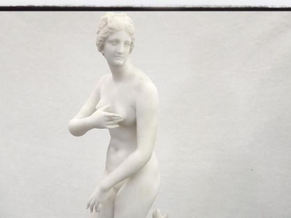Guglielmo Pugi Sculpture en Marbre de Carrare Représentant Vénus aux Anges - ©Oplus