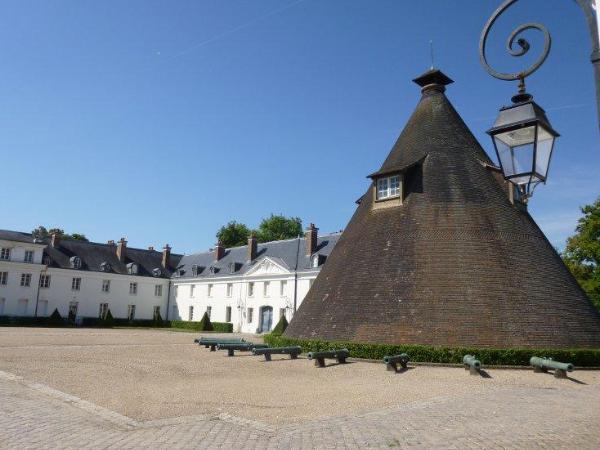 Cour d'honneur du château de la Verrerie - ©Creusot Montceau Tourisme