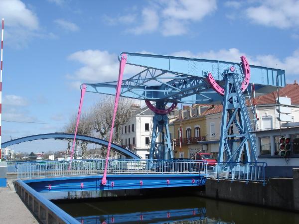 Pont-levant-canal-Centre-Montceau-les-Mines - ©Creusot Montceau Tourisme
