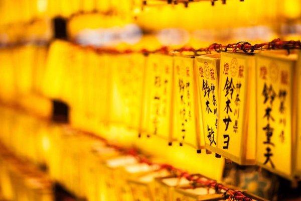 Prières au temple - ©AU FIL DU JAPON