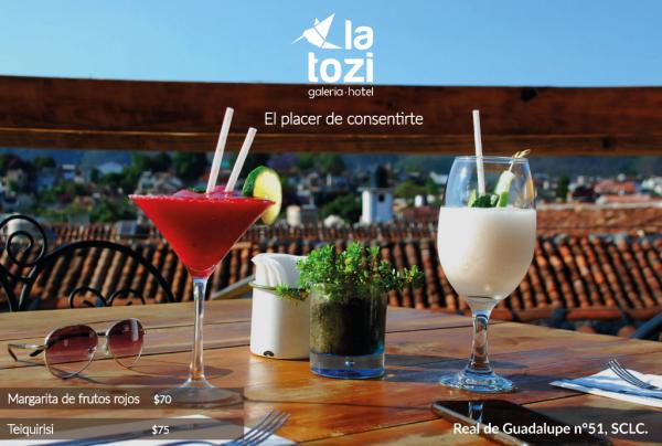 Cocktails terrasse - ©LA TOZI GALERIA HOTEL
