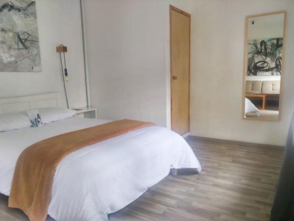 Chambre - ©LA TOZI GALERIA HOTEL