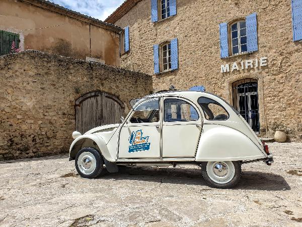 Visite des plus beaux villages de France en 2cv - ©Oh my Deuche