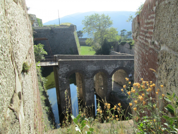 LE FORT DE BELLEG...