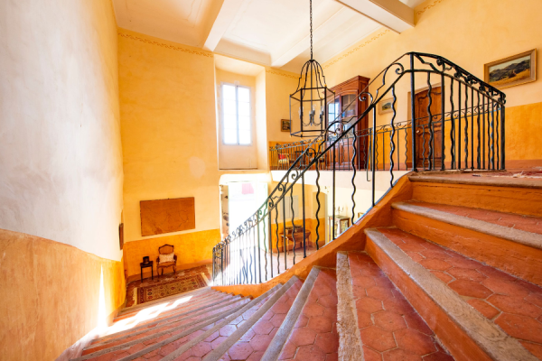 Escalier intérieur - ©Bastide Saint-Esteve