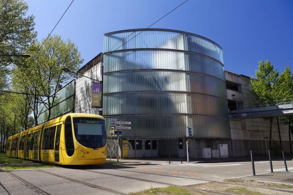 2 Parkings+Tram