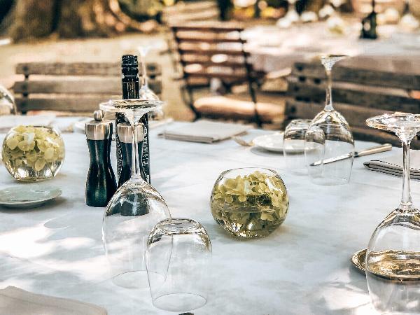 Restaurant en Terrasse - ©Chateau des Alpilles