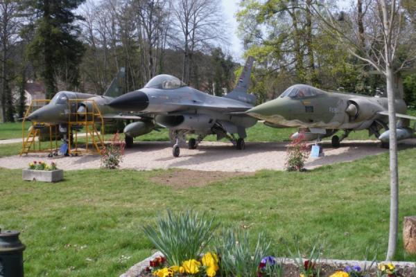 F16 au centre - ©Château de Savigny-les-Beaune