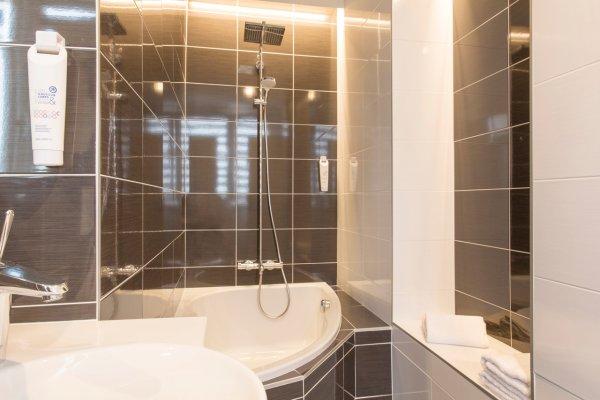 Salle de bain douche - ©THE ORIGINALS CITY LORIENT - HÔTEL CLÉRIA