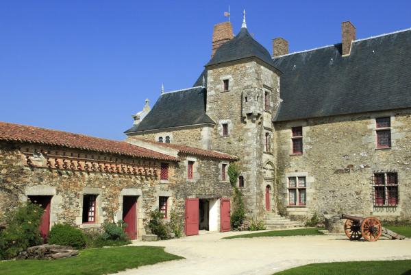 LOGIS DE LA CHABOTTERIE - Château - Montréverd (85260)