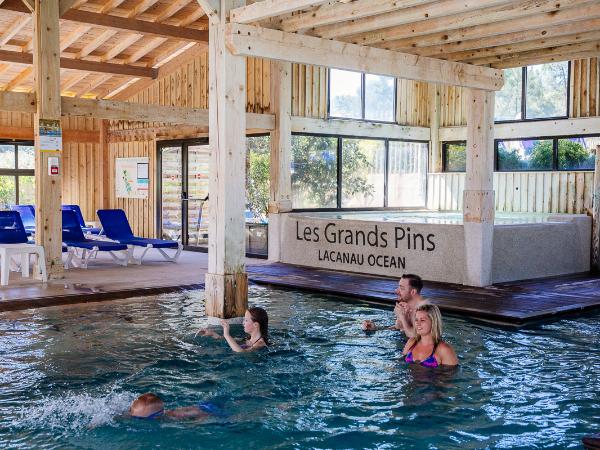 Bassins couverts espace aquatique la Baïne - ©Yelloh Village Les Grands Pins