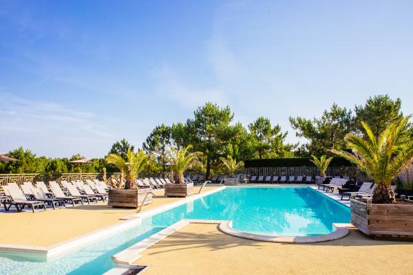 piscine zen - ©YELLOH! VILLAGE LES GRANDS PINS