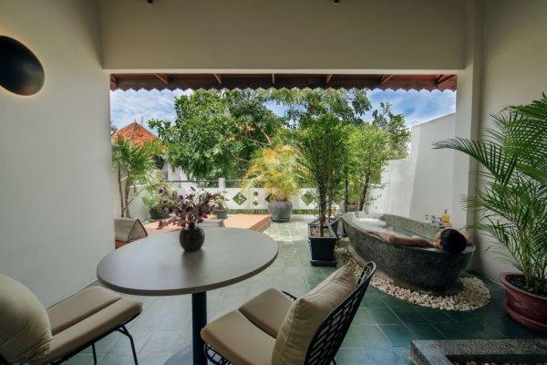 Deluxe Rooftop Bath - ©RAMBUTAN HOTEL AND RESORT SIEM REAP