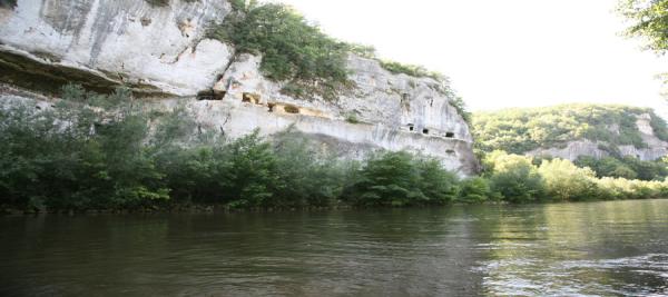 CANOËS VALLÉE VÉZÈRE Canoë Les Eyzies-De-Tayac-Sireuil photo n° 160429 - ©CANOËS VALLÉE VÉZÈRE