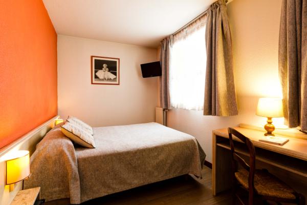 Chambre grand lit - ©HOTEL LE LUMIERE