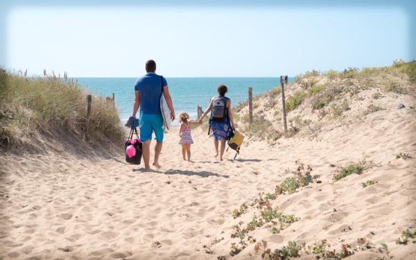 Accès à la plage - ©CAMPING LES CYPRÈS