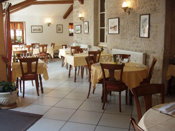 HÔSTELLERIE DU CHÂTEAU Restaurants Châteauneuf photo n° 10190