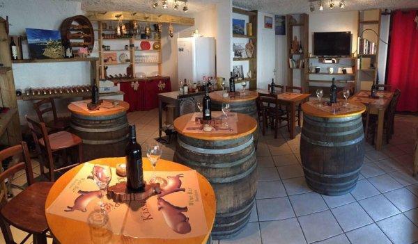 bar a vins - ©KISSING PIGS