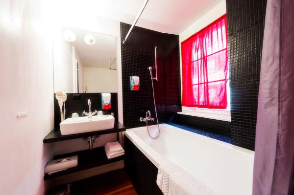 TRALALA HOTEL Hébergement Montreux photo n° 167336