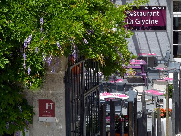 La terrasse - ©Logis Le Fontarabie