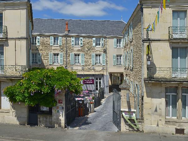 L'hôtel Le Fontarabie-Restaurant La Glycine - ©Logis le Fontarabie
