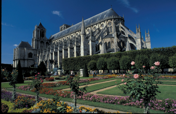 Cath drale saint tienne glise cath drale basilique for Jardin gourmand bourges