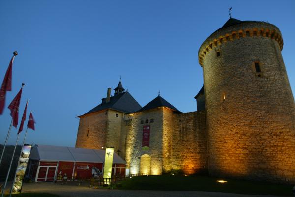 Château de nuit - ©CHÂTEAU DE MALBROUCK