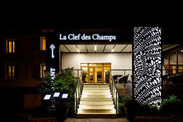 By Night - ©LA CLEF DES CHAMPS
