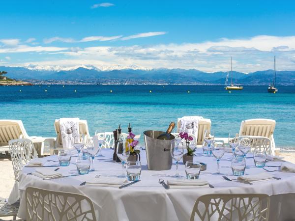 Notre table face à la mer - ©PLAGE KELLER