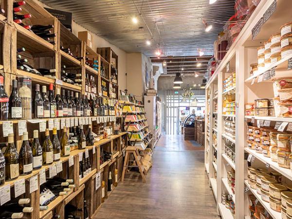 La Cave a vin bio et locaux de La Balade Gourmande - ©@Charlotte Lapeyronnie
