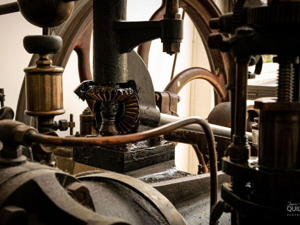 La machine à vapeur centenaire, toujours en fonctionnement - ©Jean-Baptiste Quillien Photographe