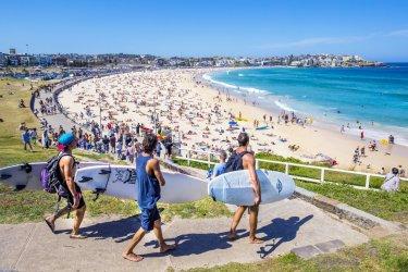 2-australie-sydney-surfers-sur-la-plage-de-bondi-beach-c-xavierarnau