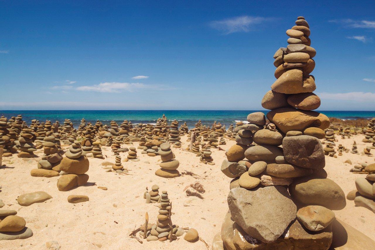 australie-victoria-cairns-rock-pile-sur-la-great-ocean-road-c-kokkai