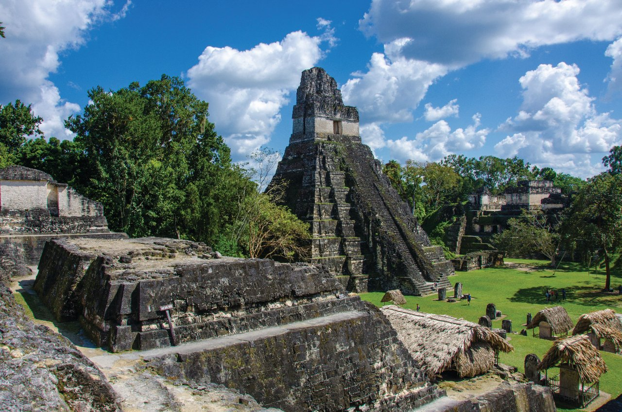 guatemala-tikal-ruines-et-les-pyramides-c-simondannhauer