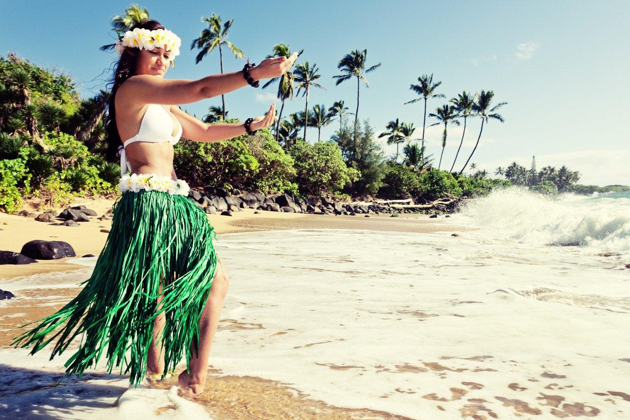 2-hawai-danseuse-de-hula-au-bord-de-la-plage-c-jhorrocks