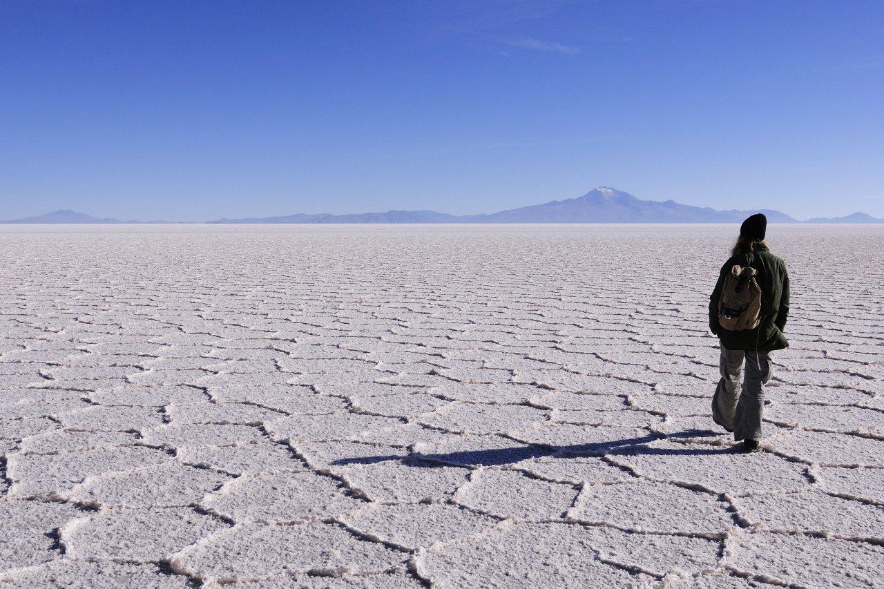 2-bolivie-marcher-sur-salt-flats-de-uyuni-c-rollingearth