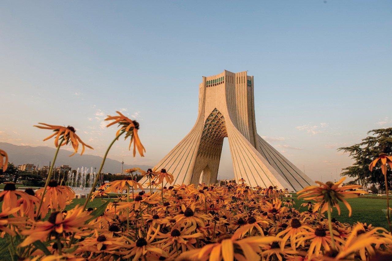 tour-d-azadi-au-moment-du-coucher-du-soleil-iran-c-tarzan9280