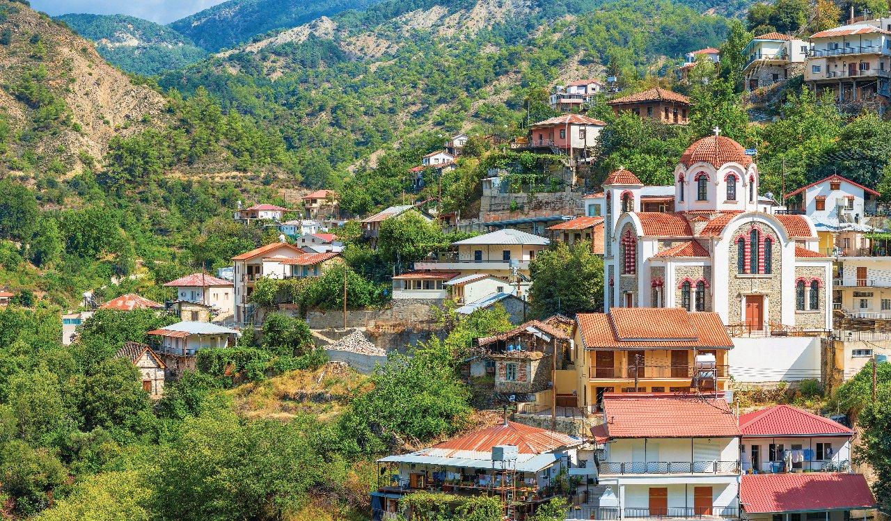 chypre-massif-du-troodos-vue-panoramique-sur-le-village-moutoullas-c-kirillm