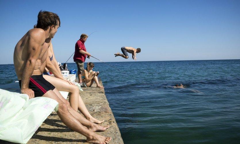 1-swimming-in-the-black-sea-in-odessa-ukraine-c-joel-carillet