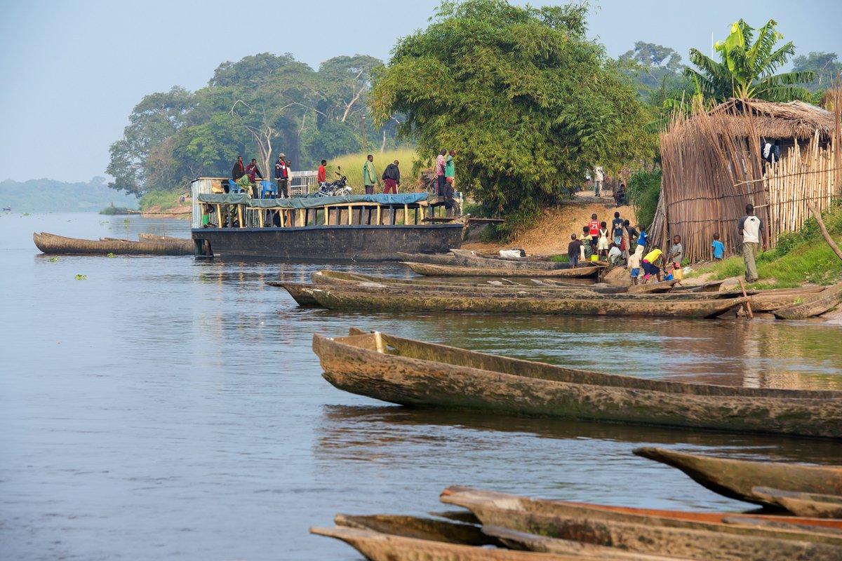 1-rd-congo-to-t-le-matin-dans-un-village-au-fleuve-congo-c-guenterguni