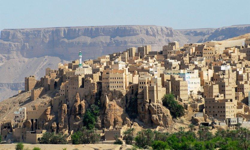 view-to-the-city-of-seiyun-hadramaut-valley-yemen-c-dmitry-chulov